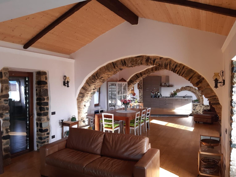 Casa ristrutturata IN VENDITA a Carrodano Superiore